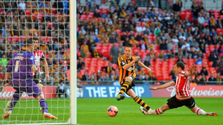 Matt Fryatt scores at Wembley