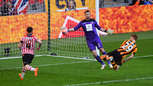 Stephen Quinn scores Hull's fourth at Wembley