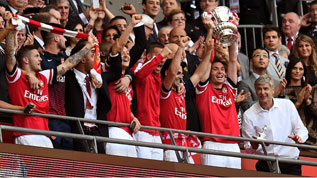 Arsenal trophy-317